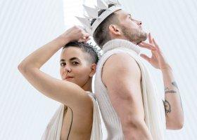 Poliamoryczny związek biseksualistów i androgyniczny ślub