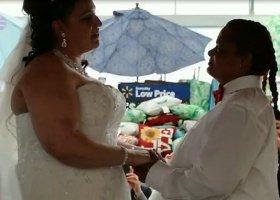 Poznały się w supermarkecie i... tam wzięły ślub
