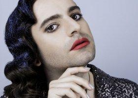 Genderqueerowy aktywista twarzą kosmetyków