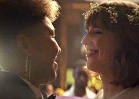 Ślub dwóch pań w nowej reklamie Triumpha