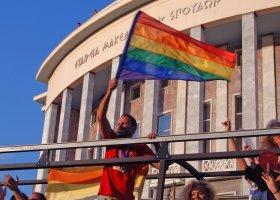 Grecki Kościół nie chce przysposabiania dzieci przez pary jednopłciowe