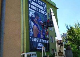 Homofobiczny baner w Opolu