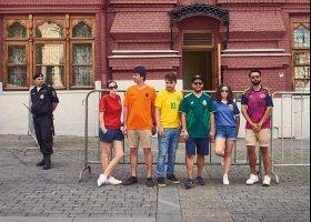 Pomysłowi aktywiści protestują przeciwko homofobii w Rosji