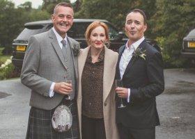 Para gejów może się pochwalić zdjęciami ślubnymi z... J.K. Rowling