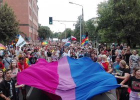 Tęczowe chorągiewki w Poznaniu: MPK nie uznaje roszczeń