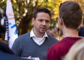 Trzaskowski wspiera, ale programu dla LGBT nie podpisze