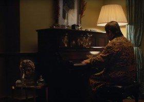 Elton John w bożonarodzeniowej reklamie