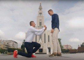 Jak ludzie w Polsce reagują na zaręczyny dwóch chłopaków?