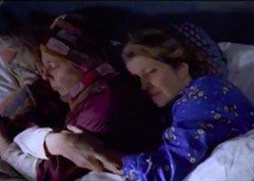 """Kobieco-kobiecy wątek wycięty z filmu """"To właśnie miłość"""""""