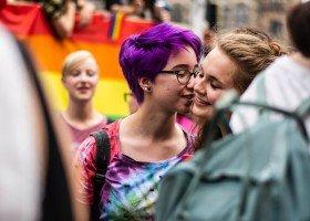 Co uzasadnienie sądu w Warszawie oznacza dla par jednopłciowych w Polsce?