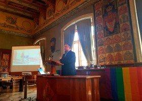 Tak to się robi? Wiceprezydent Krakowa odpowiada na pytania o edukację i... masturbację