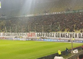 Ekstraklasa: trzy kluby ukarane za homofobiczne transparenty