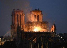 """Płonąca Notre Dame to symbol... """"gasnącej Europy gej-barów"""""""