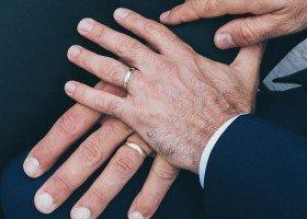 Małżeństwa jednopłciowe kluczem do zmniejszenia homofobii?