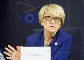 Hübner: PiS-owi nie chodzi o LGBT, chodzi o wroga i mobilizację przeciw niemu