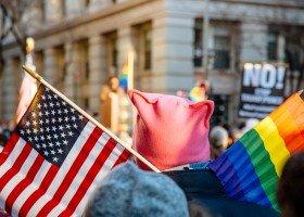 Rząd Trumpa zabronił ambasadom wywieszać tęczowe flagi