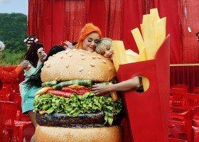 Ellen, RuPaul, Katy Perry i wiele innych ikon LGBTQ w nowym teledysku Swift
