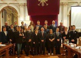 """Tarnów: Młodzieżowa Rada Miejska żąda przeprosin za uchwałę """"przeciwko LGBT"""""""