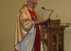 Proboszcz z Mrągowa odmówił odprawienia mszy za zmarłego geja