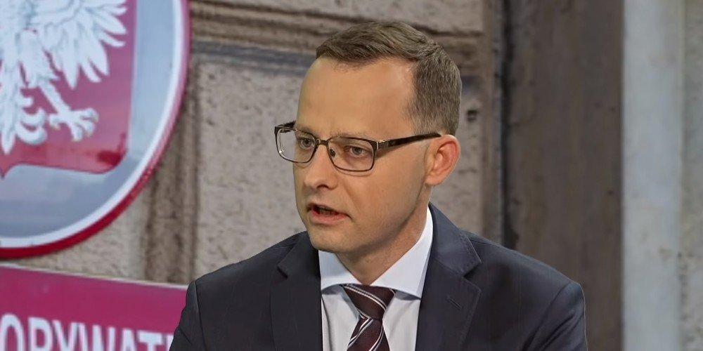 Wiceminister sprawiedliwości chce uniemożliwić adopcję przez pary jednopłciowe