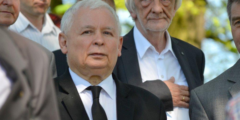 Kaczyński: nie musimy stać pod tęczową flagą, możemy stać pod biało-czerwoną