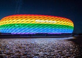 Bayern Monachium chwali się tęczowym stadionem