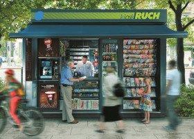 Sprzedawca kiosku Ruchu oblany nieznaną cieczą