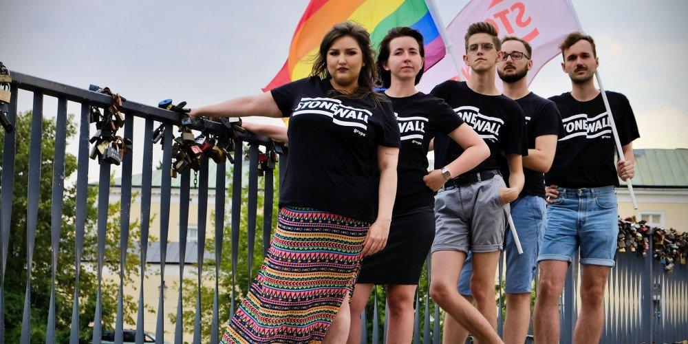 Grupa Stonewall będzie dzielić się wiedzą o LGBT+ w mniejszych miastach