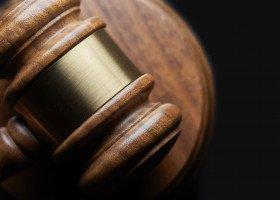 """Wszczęto postępowanie wobec dwóch adwokatów za nakładki ze """"Strefą wolną od LGBT"""""""