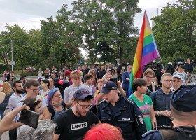 Kielecka prokuratura sprawdzi czy na Marszu Równości sprofanowano godło i flagę