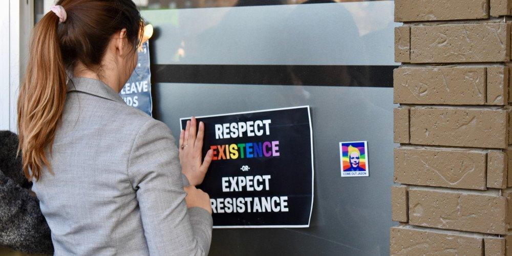 Homofobiczna wystawa w centrum Pabianic