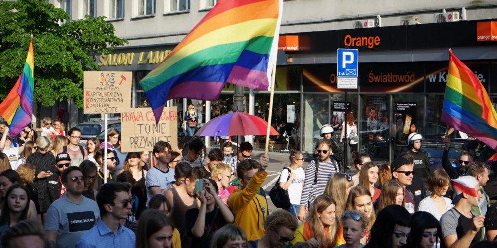 """Czy miasta partnerskie regionów z deklaracjami """"anty-LGBT"""" zareagują na homofobię?"""