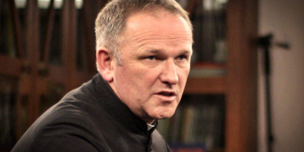 Ksiądz Lemański do polskich biskupów: zamiast walczyć z LGBT, bijcie się publicznie w piersi