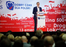 Morawiecki w Świdnicy straszy fake newsem o aktywistach LGBT zakłócających mszę