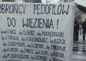 """""""Tęczowa zaraza i cywilizacja śmierci witają biskupów w Warszawie"""""""