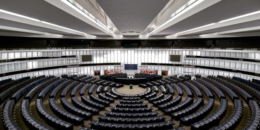 Komisja europarlamentu pisze do polskich ministrów w sprawie dyskryminacji osób LGBTQ