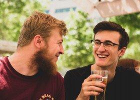 Wolność vs społeczny ostracyzm, czyli jak się poznają geje i lesbijki?