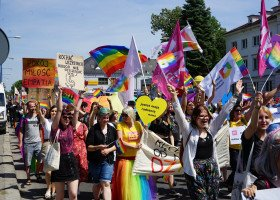 Szkoła Pamięta - młodzież protestuje pod siedzibą MEN