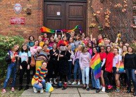 """Młodzież poznańskiego LO organizuje """"Tydzień Równości"""" w reakcji na krytykę Tęczowego Piątku"""