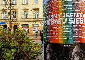 """W Krakowie zawisły tęczowe plakaty z hasłem """"Jesteśmy u siebie"""""""