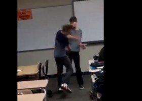 Wiral: nastoletni gej uderzył swojego szkolnego dręczyciela