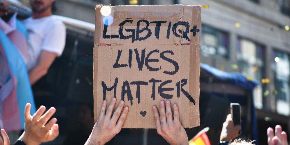 Badania z USA: sytuacja polityczna wpływa na wzrost liczby samobójstw młodzieży LGBTQ