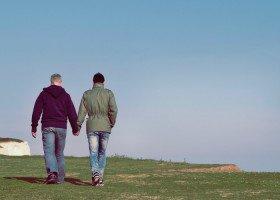 Czy Polki i Polacy popierają instytucjonalizację związków jednopłciowych?