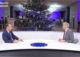 Sikorski po rozmowie z Biedroniem o LGBT ma przesłanie dla Jędraszewskiego