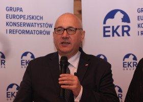 Brudziński: W Polsce na wysokich stanowiskach jest wiele osób o odmiennej orientacji
