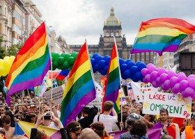 Dwie trzecie Czechów i Czeszek za równością małżeńską