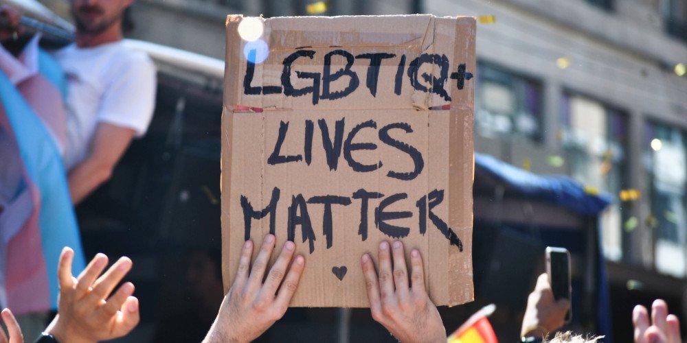 Niemal 100 organizacji apeluje do wojewodów ws. uchwał anty-LGBT
