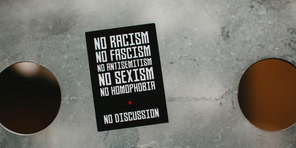 """Dziennikarze OKO.press ślą donosy na """"strefy wolne od LGBT"""""""