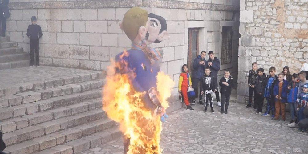 Chorwacja: spalono podobiznę jednopłciowej pary i jej dziecka