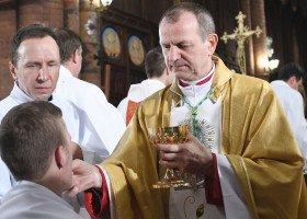 """Arcybiskup Wojda o """"cuchnącym grzechu homoseksualizmu i LGBT"""""""